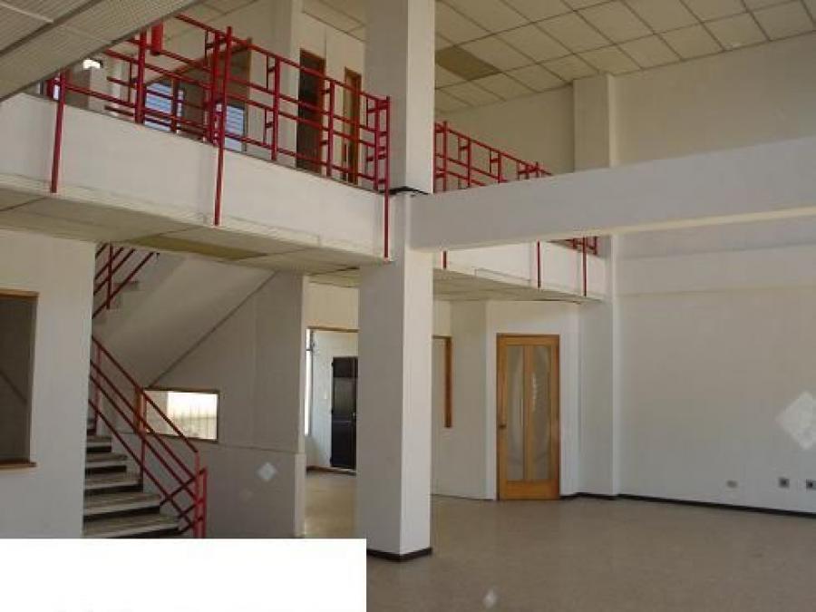 Foto Edificio en VENTA Y RENTA sobre la Calzada Roosevelt zona 2 de Mixco.  EDV2632