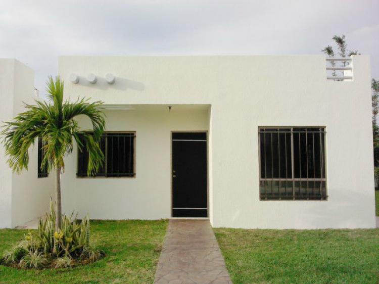 Casa minimalista con excelente ubicacion al norte de for Casa con piscina zona norte merida