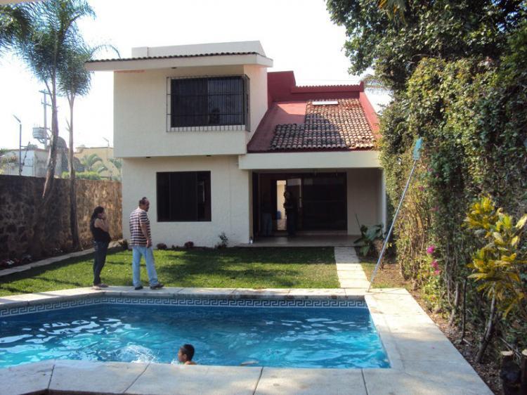 Delicas linda residencia amplio jard n y alberca cav115075 for Fotos de casas con jardin y alberca