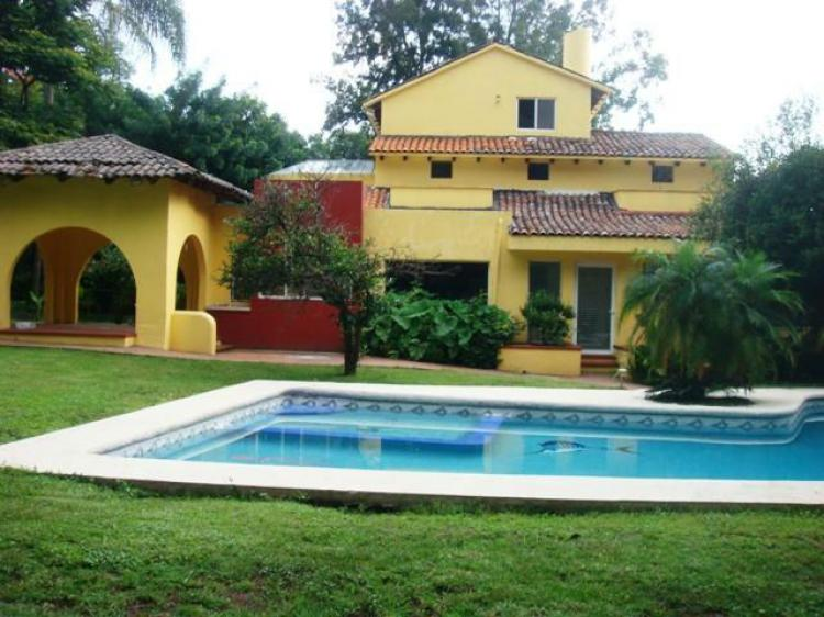 Rancho cortes seguridad amplio jardin y alberca cav87480 for Fotos de casas con jardin y alberca