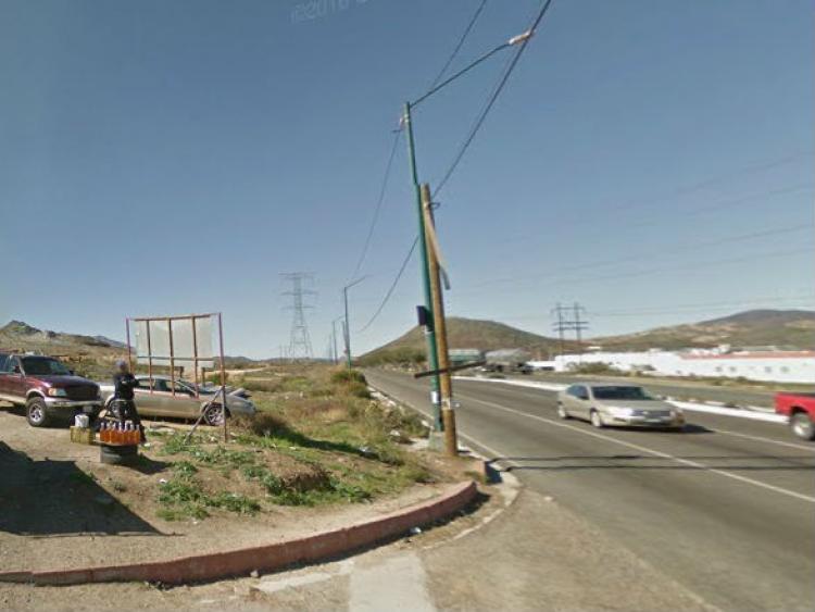 Foto Se vende terreno comercial-industrial frente al Parque Industrial Tecate TEV212464