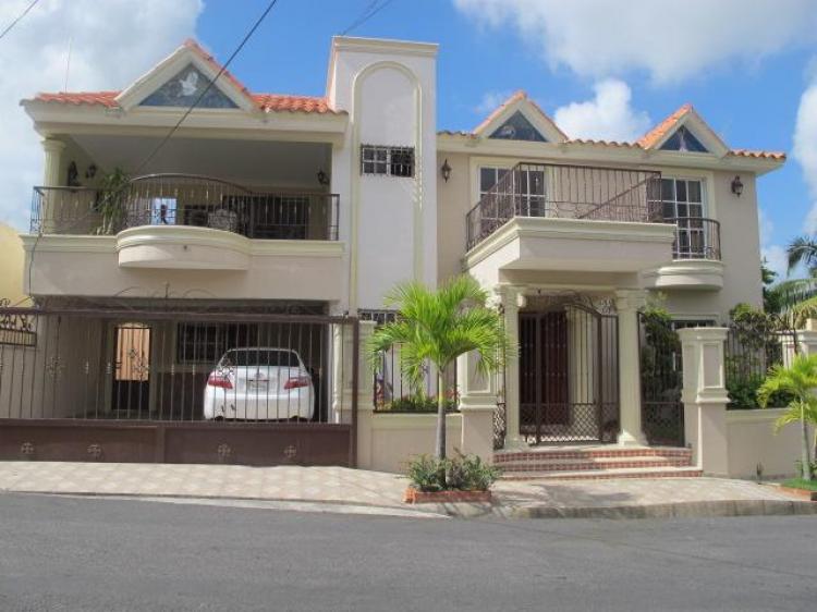 Hermosa Y Amplia Residencia En Venta Carmen Maria Cav482