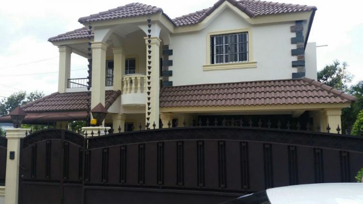 Hermosa Casa De 345m2 Y Dos Niveles En Gurabo Cav3779