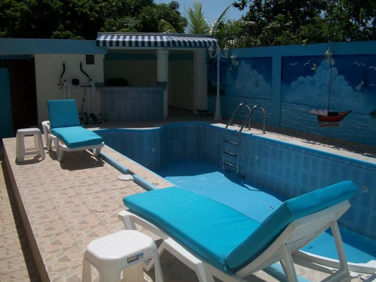 Alquilo casa amueblada con piscina diferente precios for Apartamentos alquiler con piscina
