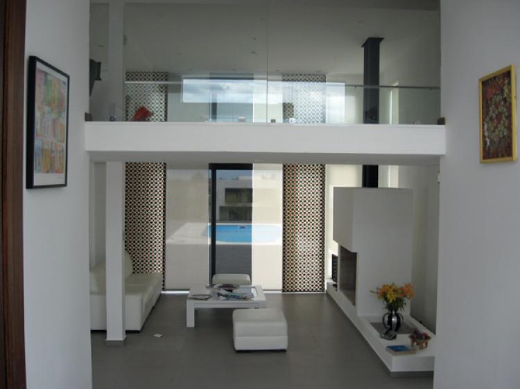 Venta casa en barrio privado cav2605 for Casa minimalista uy