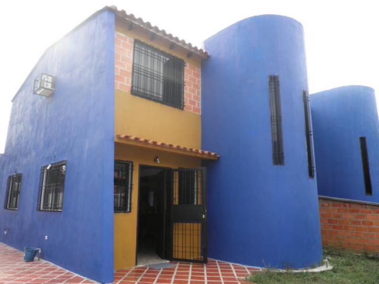 Casa en Alquiler en Valencia la cumaca. 220 m2.3 habitaciones. BsF ...