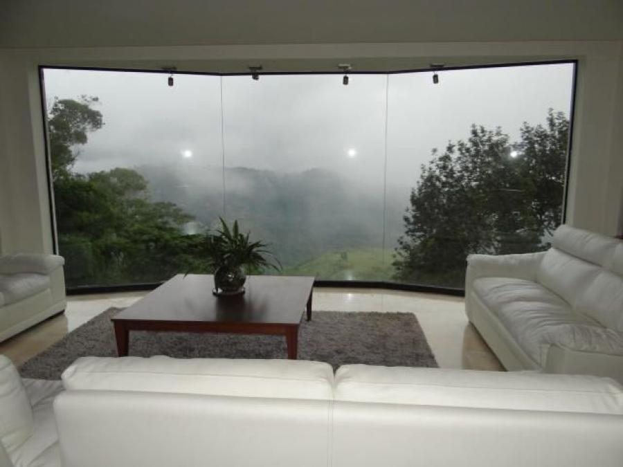 Foto Casa en Venta en Hatillo, Caracas, Distrito Federal - U$D 320.000 - CAV120379 - BienesOnLine