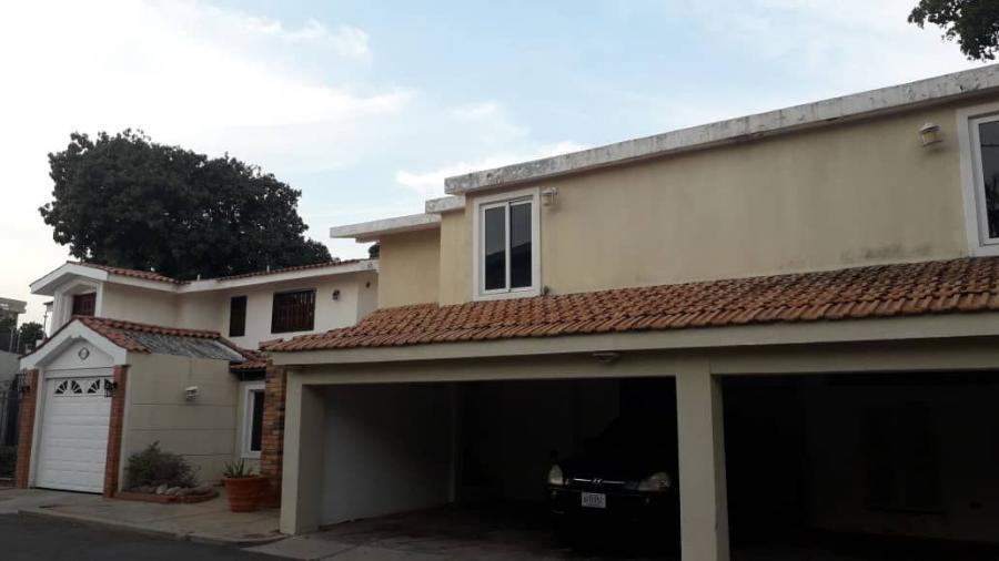 Foto Casa en Venta en Olegario Villalobos, Maracaibo, Zulia - U$D 300.000 - CAV137338 - BienesOnLine
